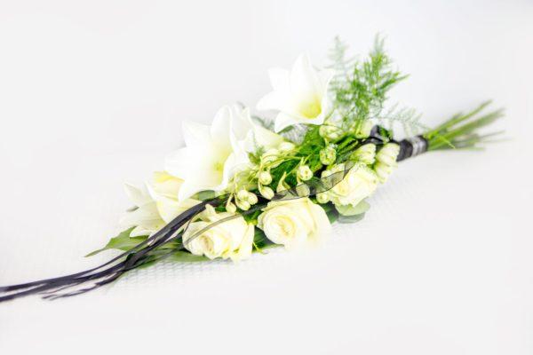Kasileinakimp-valgete-erinevate-lilledega