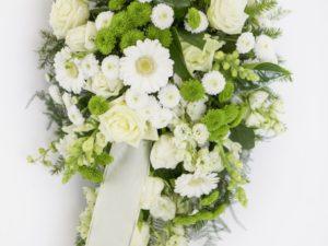 Leinakimp valget ja roheliste lilledega