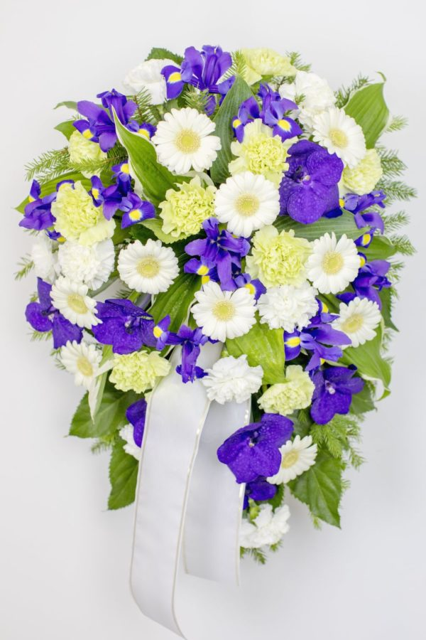 Leinakimp valgete ja siniste lilledega