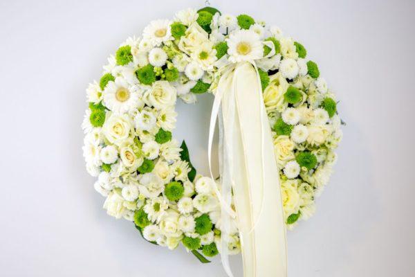 Lillepärg suur valgete ja roheliste lilledega