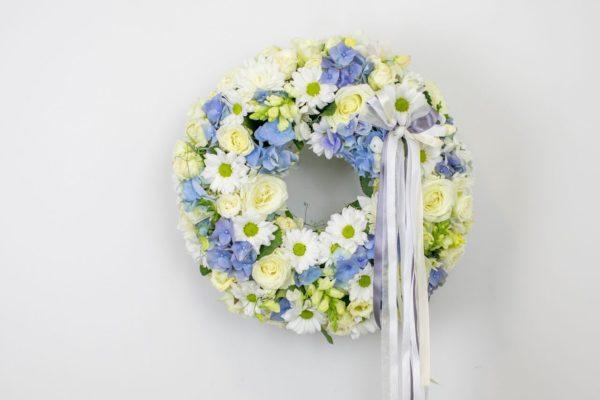 Lillepärg väike valgete ja helesiniste lilledega
