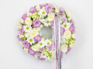Lillepärg väike valgete ja roosade lilledega