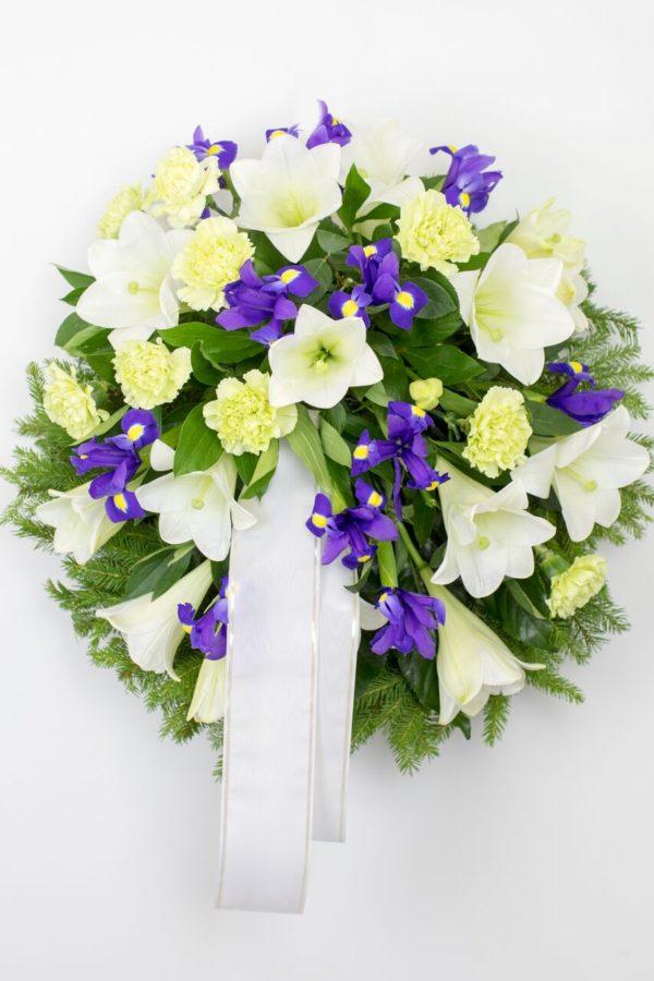 Matusepärg kuuseokstel valge sinisega